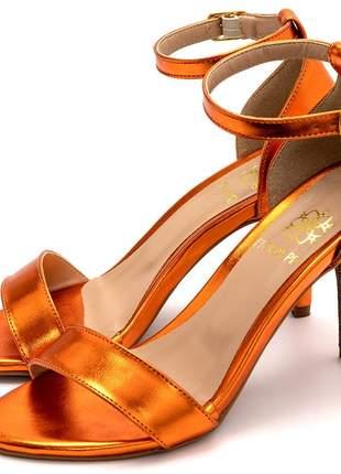 Sandália feminina social salto alto em laranja metalizado