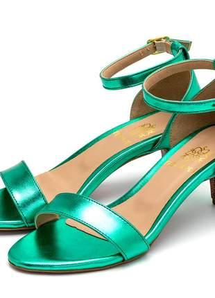 Sandália feminina social salto baixo fino em napa verde metalizada