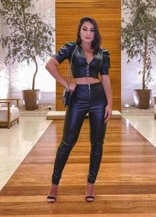 Cropped calça couro fake preto marsala conjunto