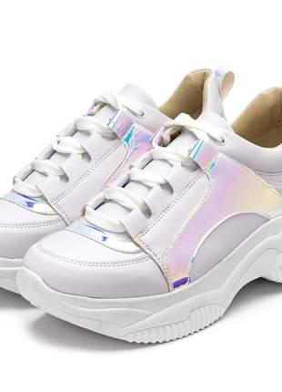 Tênis sneakers chunky sola alta  branco com detalhe holografico