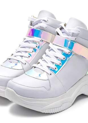 Tênis sneakers chunky cano alto branco detalhe holografico