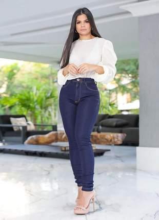 Calça jeans skinny empina bumbum