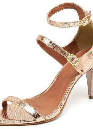 Sandália feminina bico fino salto médio fino metalizado lagarto cobre