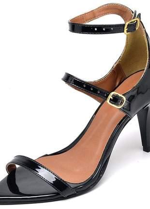 Sandália social feminina bico fino salto médio fino verniz preto