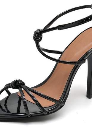Sandália social nó aberta bico fino salto alto fino verniz preto
