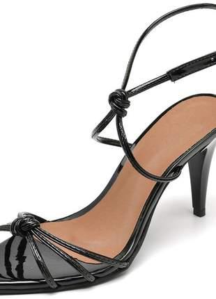 Sandália feminina nó bico fino salto médio fino preto verniz