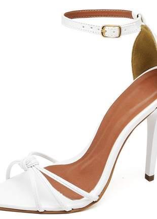 Sandália social nó aberta bico fino salto alto fino verniz branco