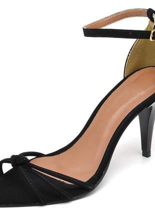 Sandália social nó aberta bico fino salto médio fino verniz preto