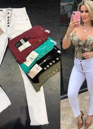 Calça jeans branca skinny dardak botões frontais
