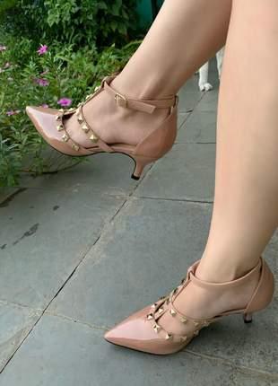 Sapato scarpin nude verniz spikes valentino salto baixo lançamento