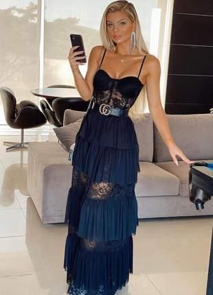 Vestido de renda e tule