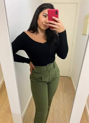 Calça social feminina alfaiataria com cinto encapado forrado verde militar