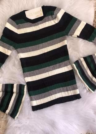 Blusa tricot manga flare