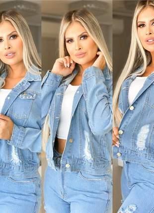Jaqueta jeans feminina destroyed delavê rasgadinha clara