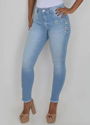 Calça jeans com pedraria biotipo jeans