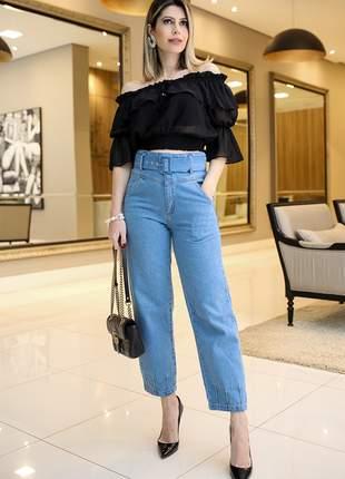Calça mom jeans cós alto e cinto