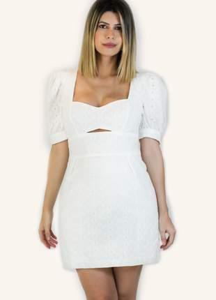 Vestido curto branco mangas bufantes laise