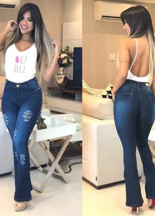 Calça flare jeans destroyed rasgada boca de sino cintura alta c/ lycra