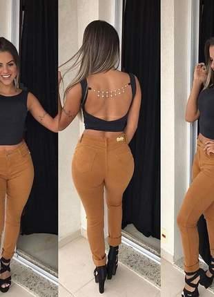 Calça jeans caramelo skinny levanta bumbum com lycra