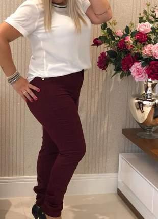 Calça jeans plus size vinho marsala tamanho grande com lycra