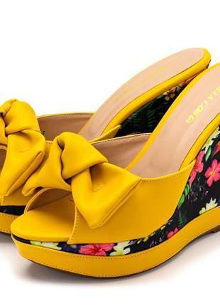 Sandália tamanco anabela salto alto napa amarelo floral tucano