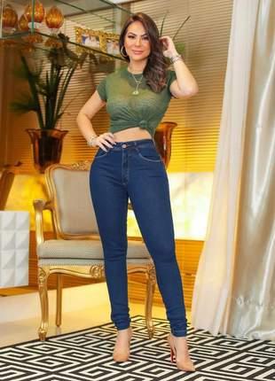 Calça skinny jeans bumbum na nuca