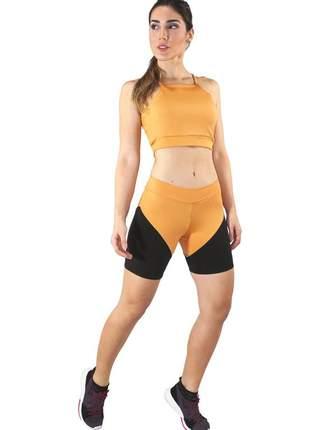 Conjunto fitness cropped amarelo + shorts preto com amarelo