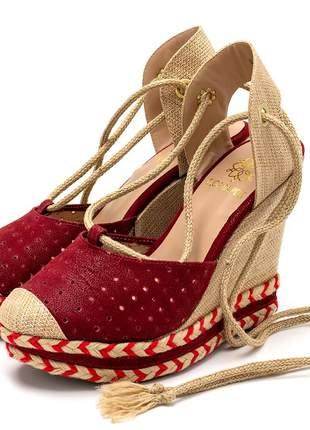 Sandália anabela perfurada salto alto vermelha amarrar na perna