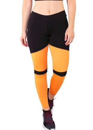 Calça legging fitness preto com detalhes amarelo