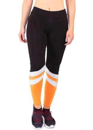 Calça legging fitness preto com listras branco e detalhe amarelo