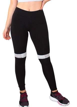 Calça legging fitness preto com detalhe branco