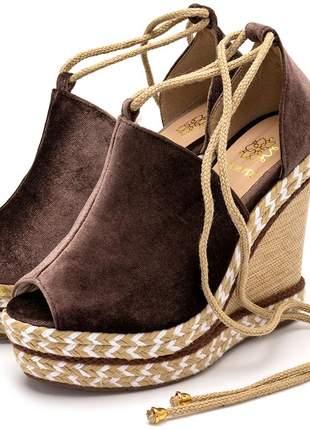 Sandália anabela feminina marrom veludo amarrar na perna