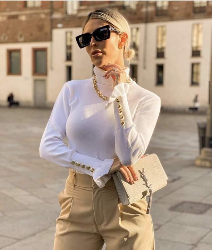 Blusa Tricot De Frio Gola Alta Com Botoes No Punho Off White R