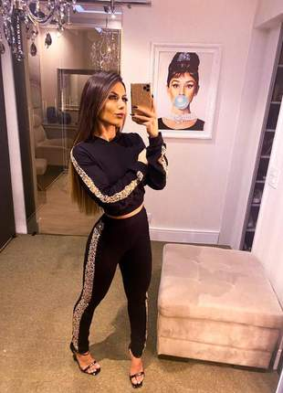 Conjunto moletinho calça e blusa com capuz e detalhes  black new fashion
