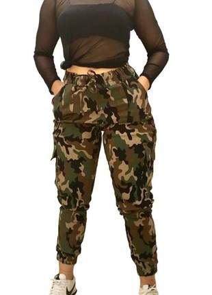 Calça jogger feminina camuflada verde militar cintura alta
