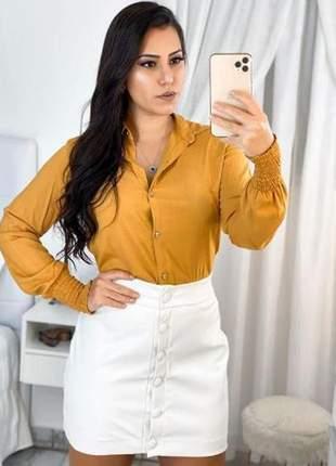 Camisa social feminina, lisa, viscolinho, manga longa e com detalhe, gola tradicional