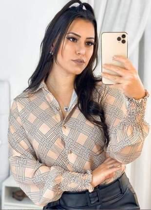 Camisa social feminina estampada, em crepe e cherry