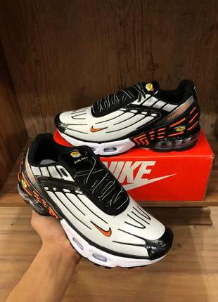 Tênis nike air max plus tuned