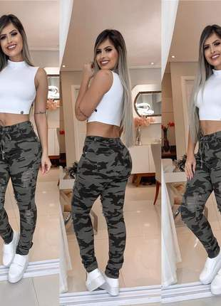 Calça camuflada jeans rasgada cintura alta