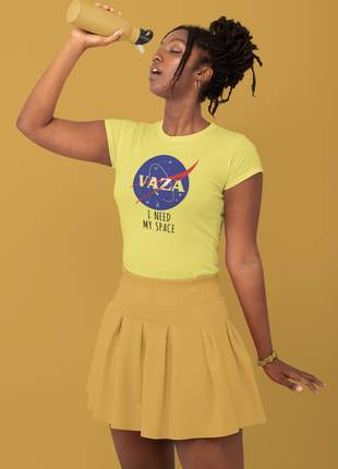 T-shirt vaza i need my space