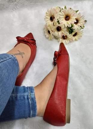 Sapatilha feminina vermelha bico alongado