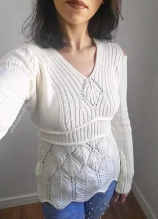 Blusa de frio vazada no ombro