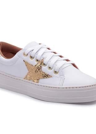 Tênis branco detalhe em estrela dourada leigam