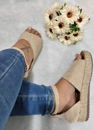 Sandália feminina cor amêndoa