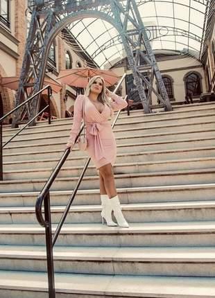 Vestido curto rosa manga longa princesa