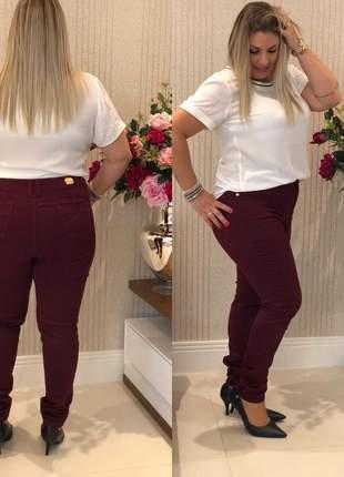 Calça jeans feminina vinho plus size com lycra