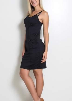 Vestido preto com bolso e recortes
