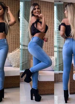 Calça jeans feminina furadinha levanta bumbum cós alto