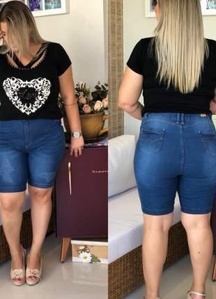 Bermuda plus size jeans furadinha cintura alta