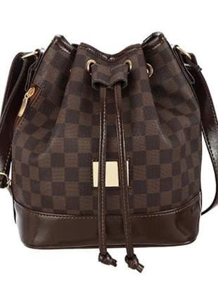 Bolsa saco tiracolo com estampa xadrez marrom